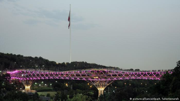 Tabiat-Brücke in Teheran (picture-alliance/dpa/A. Taherkenareh)