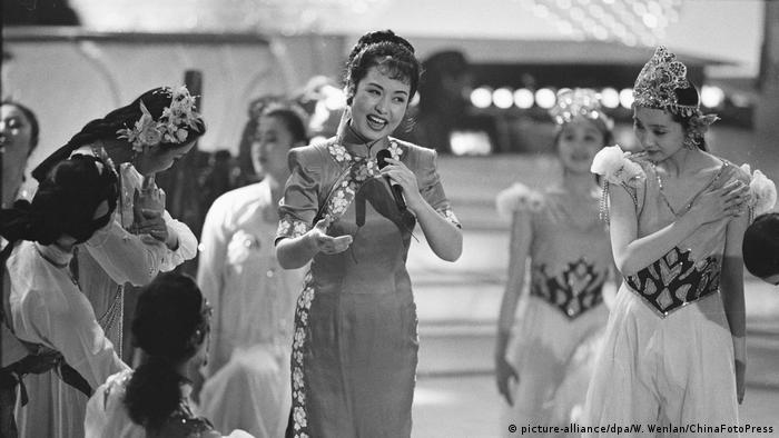 Chinesische Volkssängerin Peng Liyuan (picture-alliance/dpa/W. Wenlan/ChinaFotoPress)
