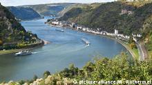 Blick von der Loreley auf Rhein und Rheinschleife. Foto:Winfried Rothermel | Verwendung weltweit