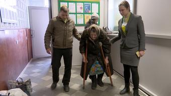 Елизавета Алексеевна два раза в полгода должна пересекать линию фронта, чтобы получить пенсию