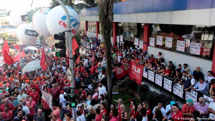 Brasilien | Unterstützer von Ex-Präsident Lula demonstrieren in Sao Bernardo do Campo (Reuters/L. Benassatto)