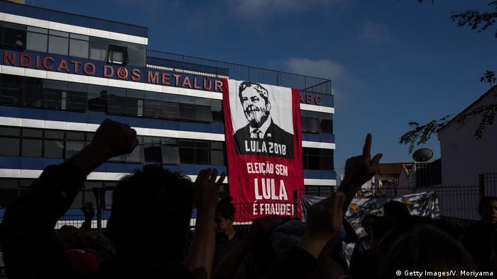 Демонстрация сторонников экс-президента Бразилии Лулы да Силва в Сан-Паулу