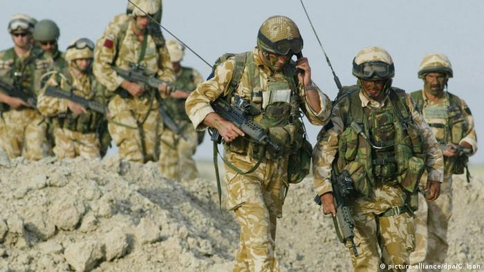 Nisan 2003: Basra yakınlarındaki İngiliz askerleri