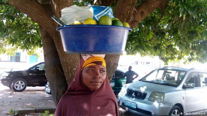 Mosambik Atija Momade Obstverkäuferin in Nampula