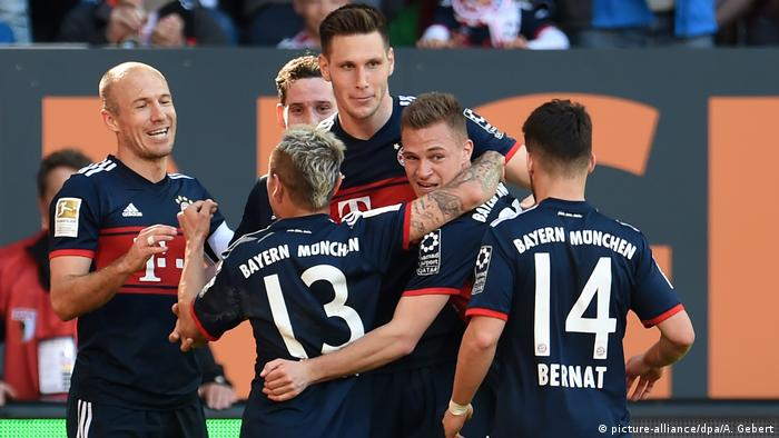 Fußball Bundesliga FC Augsburg - FC Bayern (picture-alliance/dpa/A. Gebert)