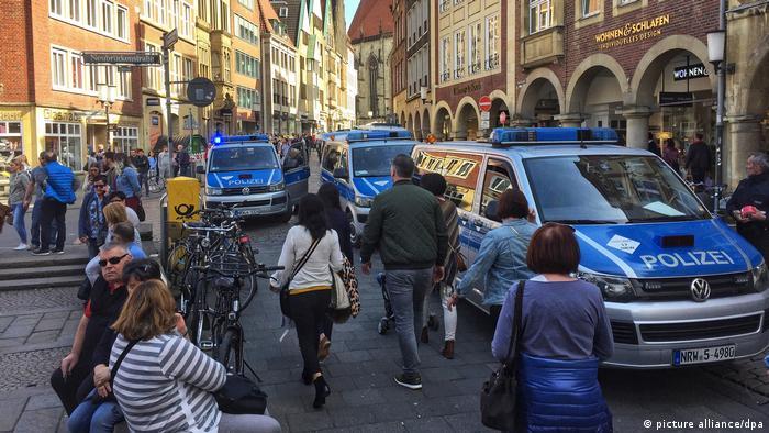 В Германии грузовик врезался в толпу людей