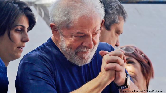 Lula ao lado de aliados
