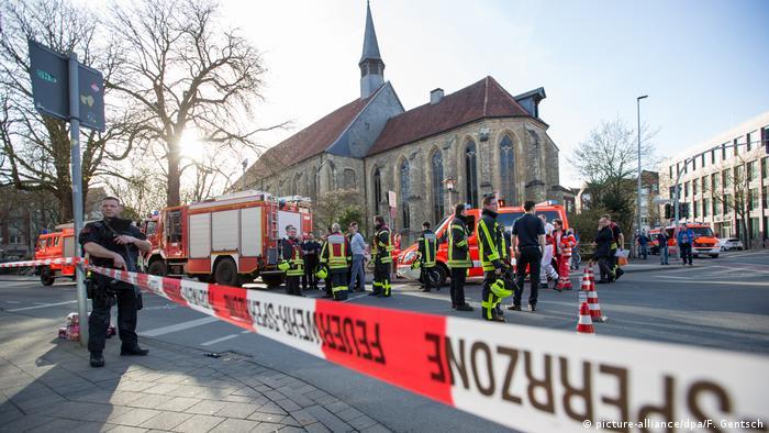 Deutschland Kleintransporter fährt in Münster in Menschenmenge - Tote und Verletzte (picture-alliance/dpa/F. Gentsch)