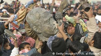 Иракцы мстят статуе Хуссейна