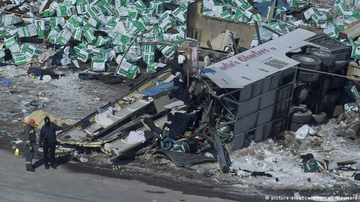 The wreckage of the crash outside of Tisdale on April 7 (picture-alliance/empics/J. Hayward)