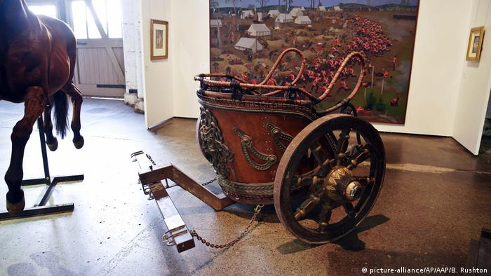 A chariot used by actor Russell Crowe for the filming of Gladiator, sold at the auction Russell Crowe: The Art of Divorce