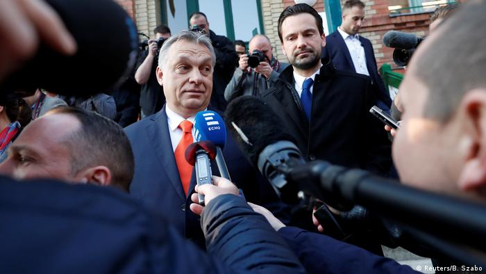 Ungarn Parlamentswahl | Stimmabgabe Viktor Orban, Premierminister (Reuters/B. Szabo)