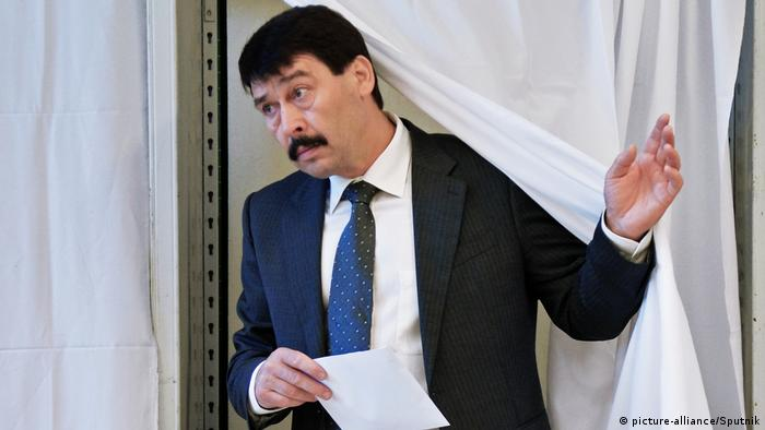 Ungarn Parlamentswahl   Stimmabgabe Janos Ader, Präsident in Budapest