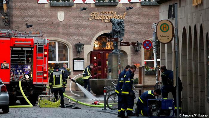 Deutschland Münster Attacke mit Campingbus | Feuerwehr am Tag danach (Reuters/W. Rattay)