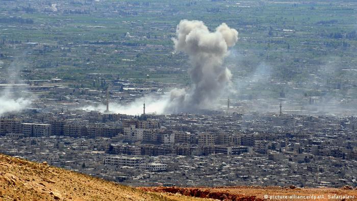 Syrien Luftschläge auf Duma (picture-alliance/dpa/A. Safarjalani)