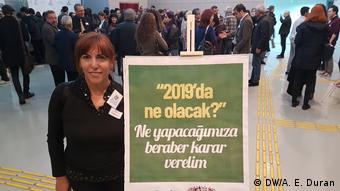 Emekli bankacı Hülya Tutucu