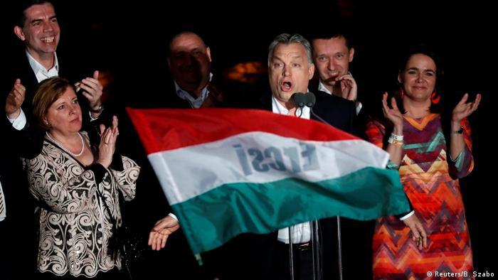 Виктор Орбан празднует победу на парламентских выборах, 8 апреля