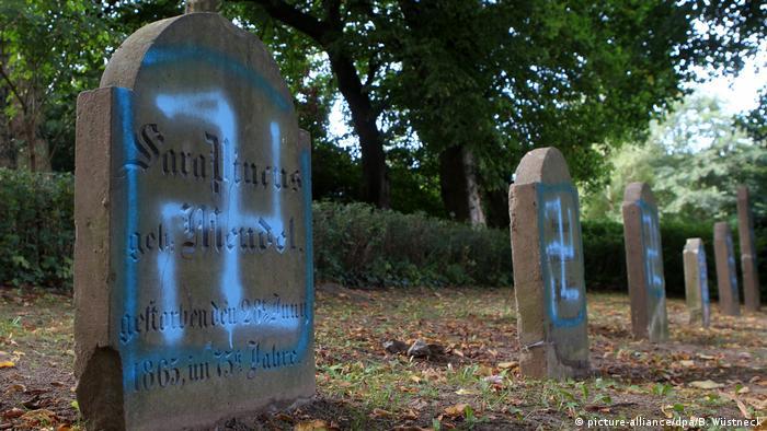 Zdewastowany cmentarz żydowski w Niemczech