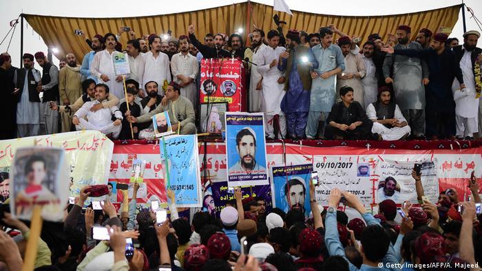 Pakistan Peschawar Demonstration Pashtun Movement
