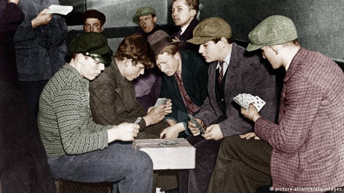 Arbeitslose in Berlin um 1930 / Foto - - Chômeurs à Berlin v. 1930 / Photo