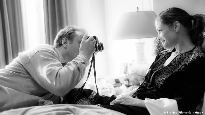 Film still 3 Days in Quiberon - Robert Lebeck (Charly Hübner) took iconic photos of Romy Schneider (Marie Bäumer)