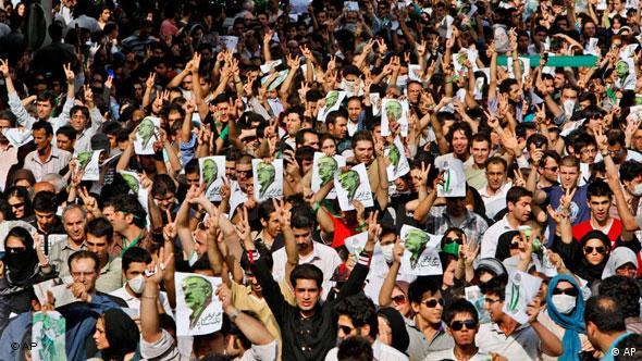 پس از ظهور جنبش سبز، بسیاری از فعالان ایرانی از طریق رهگیری مخابراتی به دام افتادند