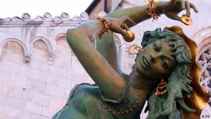 Statue of Gina Lollobrigida (DW)