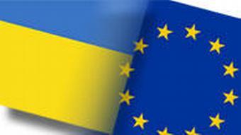 Flagge der Ukraine und Europaflagge Montage Kollage