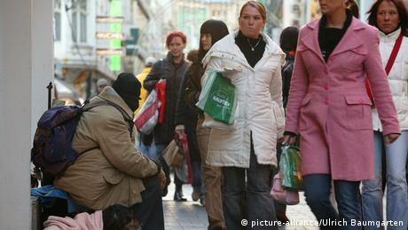 More and more people in Germany have precariously low incomes