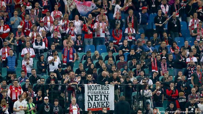 1. Bundesliga 29. Spieltag | RB Leipzig - Bayer 04 Leverkusen | Protest Montagsspiel