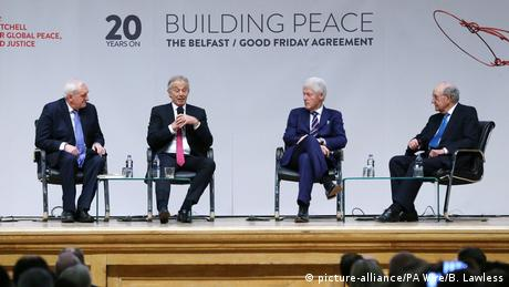 Bertie Ahern, Tony Blair, Bill Clinton and George Mitchell commemorate the 20th anniversary of the Good Friday agreement (picture-alliance/PA Wire/B. Lawless)