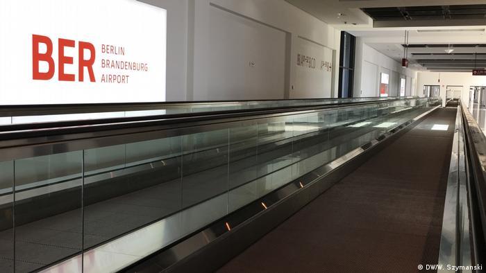 Deutschland Bauarbeiten am BER dauern an (DW/W. Szymanski)