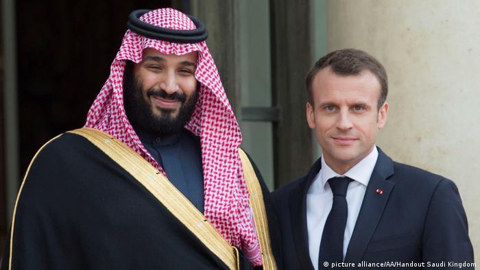 Frankreich und Saudi-Arabien schließen Wirtschaftsabkommen in Milliardenhöhe   Macron und Mohammed bin Salman (picture alliance/AA/Handout Saudi Kingdom)