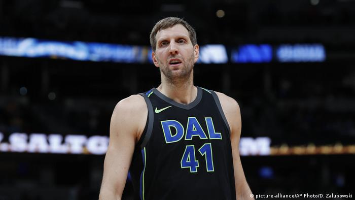 Dallas Mavericks Dirk Nowitzki (picture-alliance/AP Photo/D. Zalubowski)
