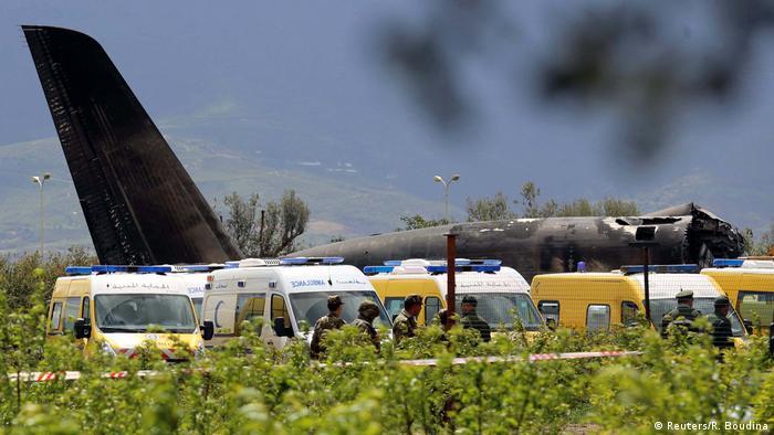 Militärflugzeug in Algerien abgestürzt (Reuters/R. Boudina)