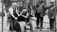 USA Prohibition Vernichtung von Alkohol | 1921
