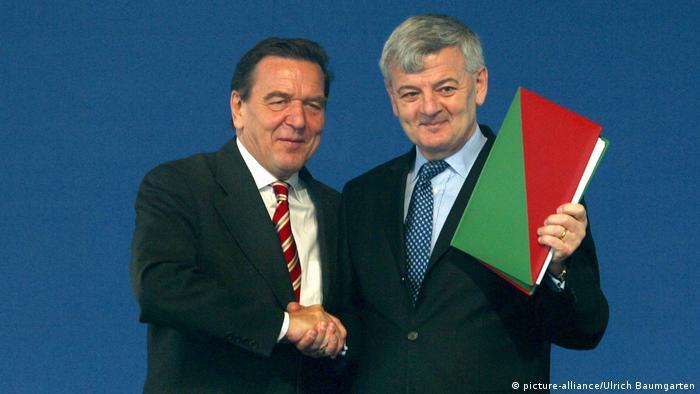 Gerhard Schröder - kancelar, Joschka Fischer - ministar vanjskih poslova. Dvojac na čelu Njemačke početkom tisućljeća (fotografija iz 2002.)