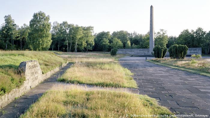 Lagergelände mit Massengräbern Gedenkstaette Begen-Belsen ( Stiftung niedersächsische Gedenkstätten/K. Ortmeyer)