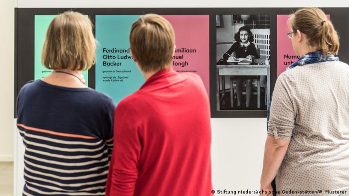 Info panel on Anne Frank - Exhibition Children in Bergen-Belsen (Stiftung niedersächsische Gedenkstätten/W. Musterer)