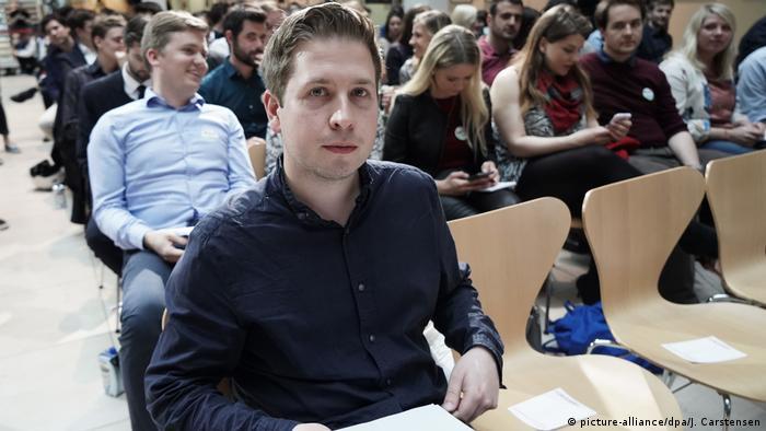 Juso-Chef Kevin Kühnert vor rund 200 Jusos