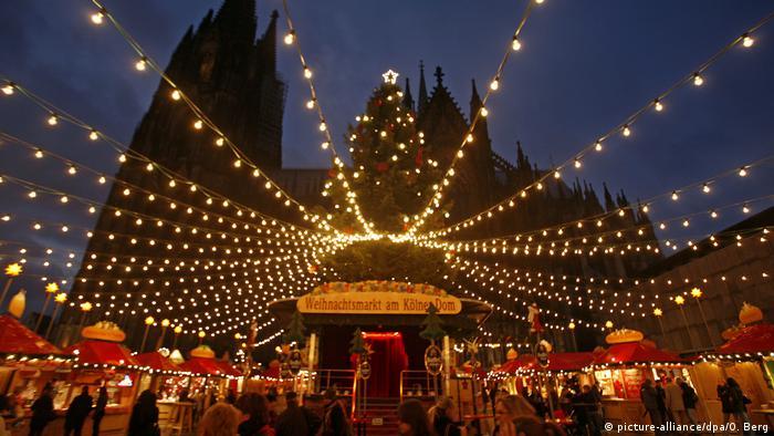 Weihnachtsmarkt in Köln (picture-alliance/dpa/O. Berg)