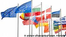 Flaggen der EU vor Europaparlament in Straßburg (picture-alliance//dpa/Tass/A. Vitvitsky)