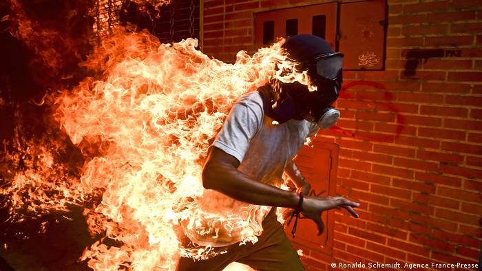 a protester in a ball of flames in Caracas (Ronaldo Schemidt)