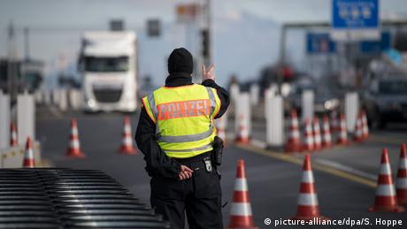 Border controls in Bavaria (picture-alliance/dpa/S. Hoppe)