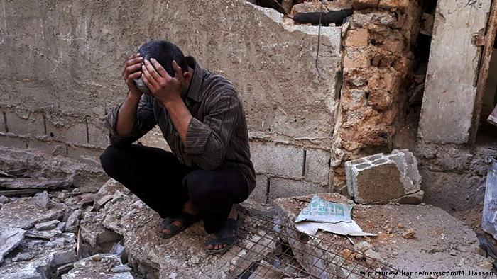 Syrien Duma Trauer nach Giftgasangriff (picture-alliance/newscom/M. Hassan)