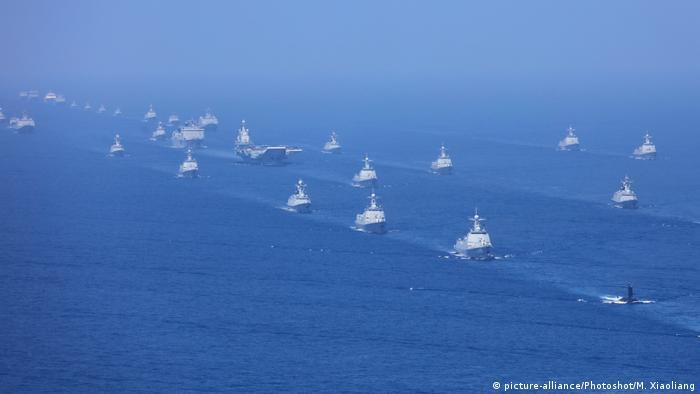 Embarcações de combate no Mar da China Meridional