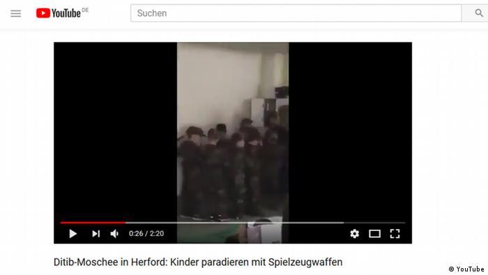 DİTİB Herford'da düzenlenen Çanakkale anmasında çocuklara asker üniformaları giydirilip, oyuncak silahlarla savaş sahneleri canlandırıldı
