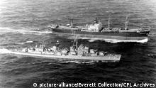 CUBAN MISSILE CRISIS- 11/10/62-Off coast of Cuba: The U.S.S. Vesole stears alongside the Soviet freighter Polznuov, for inspection of her cargo. On the deck are large ablong missile-like objects, two of which are partially uncovered. | Keine Weitergabe an Wiederverkäufer.