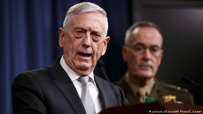 USA Militärschlag auf Syrien - Verteidigungsminister Mattis und Joseph Dunford (picture alliance/AP Photo/C. Kaster)