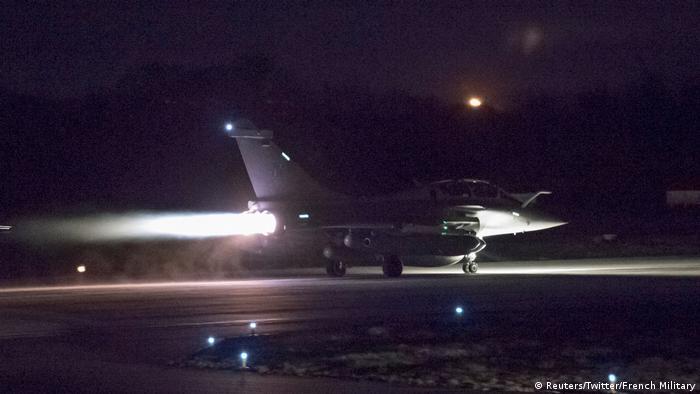 Syrien Militärschlag Flugzeug (Reuters/Twitter/French Military)